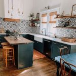 Bold Patterns and Organic Materials Create an Unforgettable Kitchen Design - wohnideen wohnzimmer