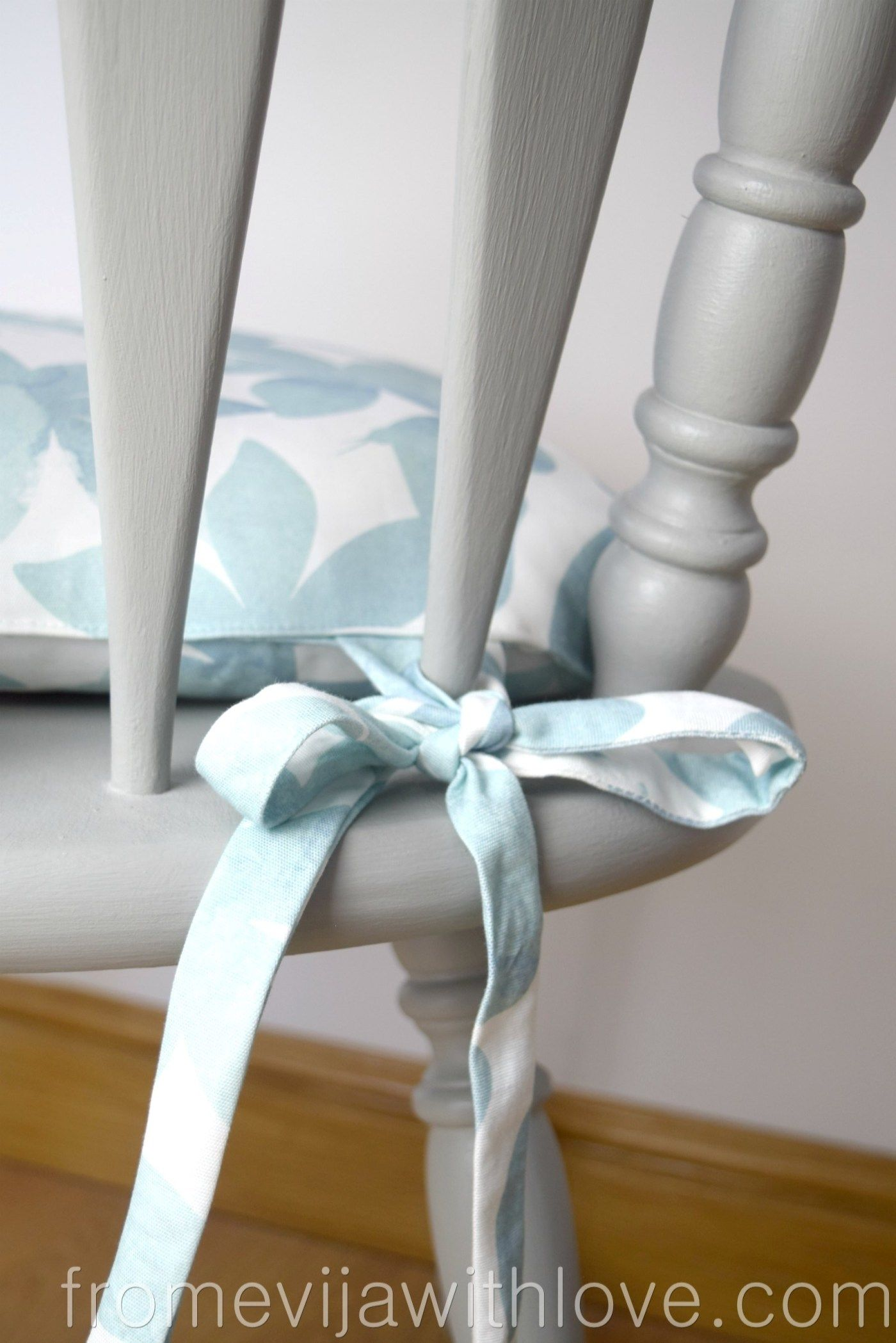 How to Make a Chair Cushion with Ties