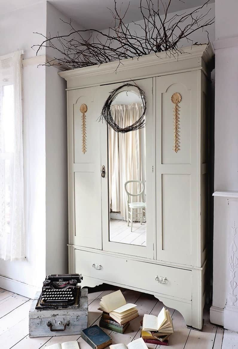How to paint and distress furniture with Annie Sloan Paints