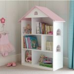 Liberty House Toys – White Dollhouse Bookcase with Pink Roof