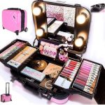 PRO TRAVEL MAKEUP KIT WITH WHEELS Ñ HANDLE. **NIB Good lighting is so important...